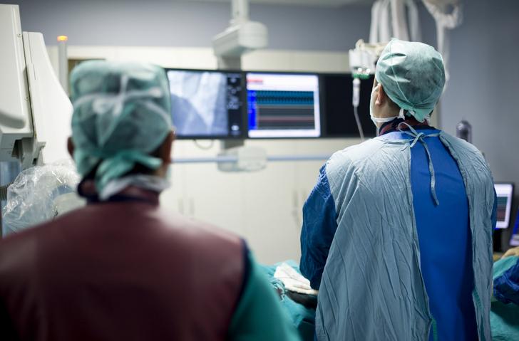 Ganiyu Oshodi, MD Cardiologist in operating room